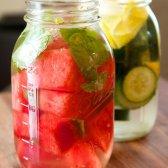 Faites votre propre boisson de désintoxication pour le plaisir de tous les jours et le nettoyage