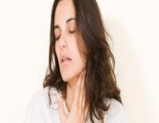 5 remèdes surprenantes pour une laryngite