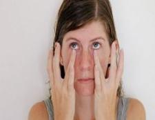 5 exercices de yoga d'or pour les yeux