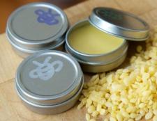 Comment faire de la guérison maison baume pour les lèvres